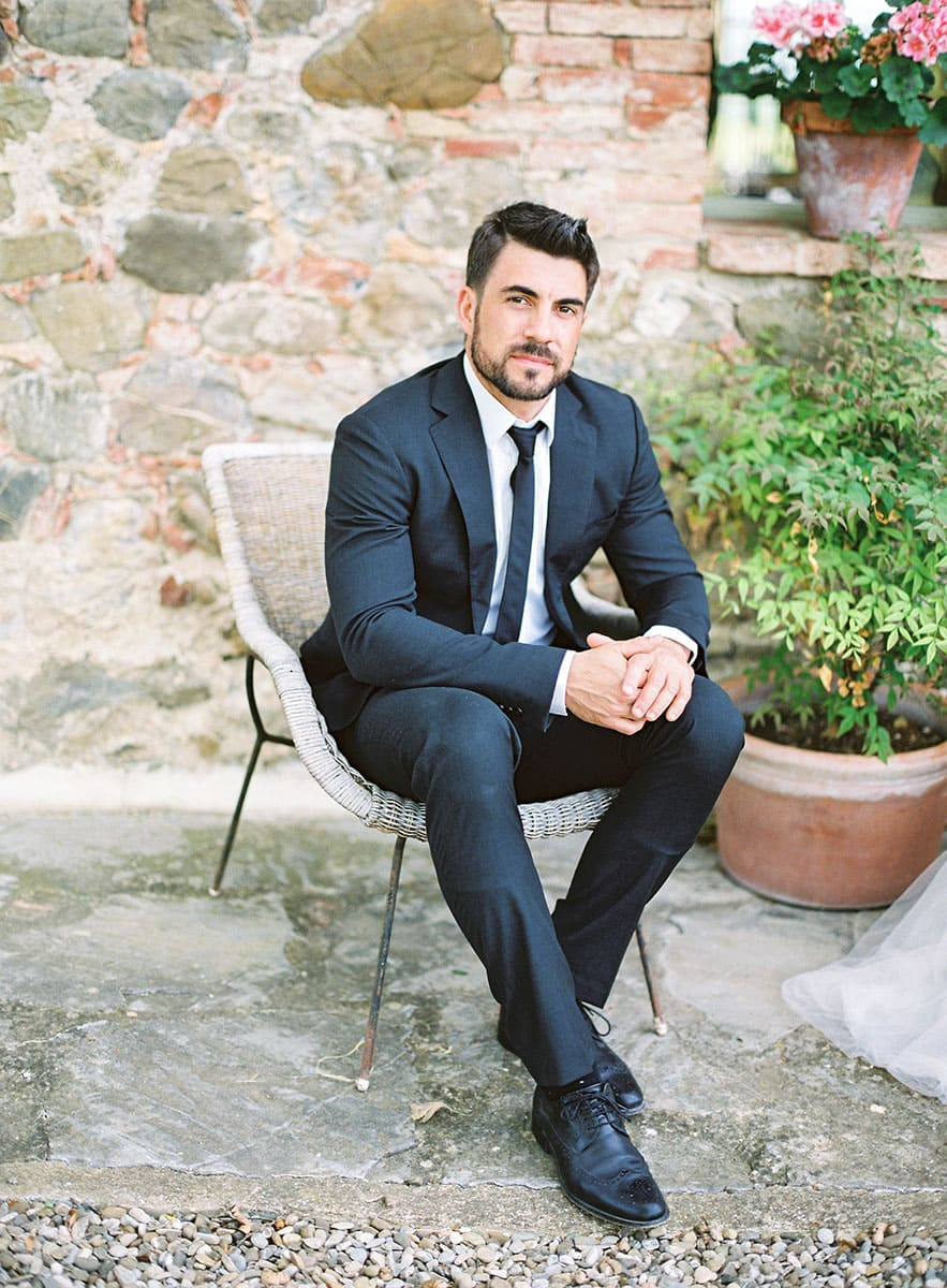 tuscany-villa-wedding-groom