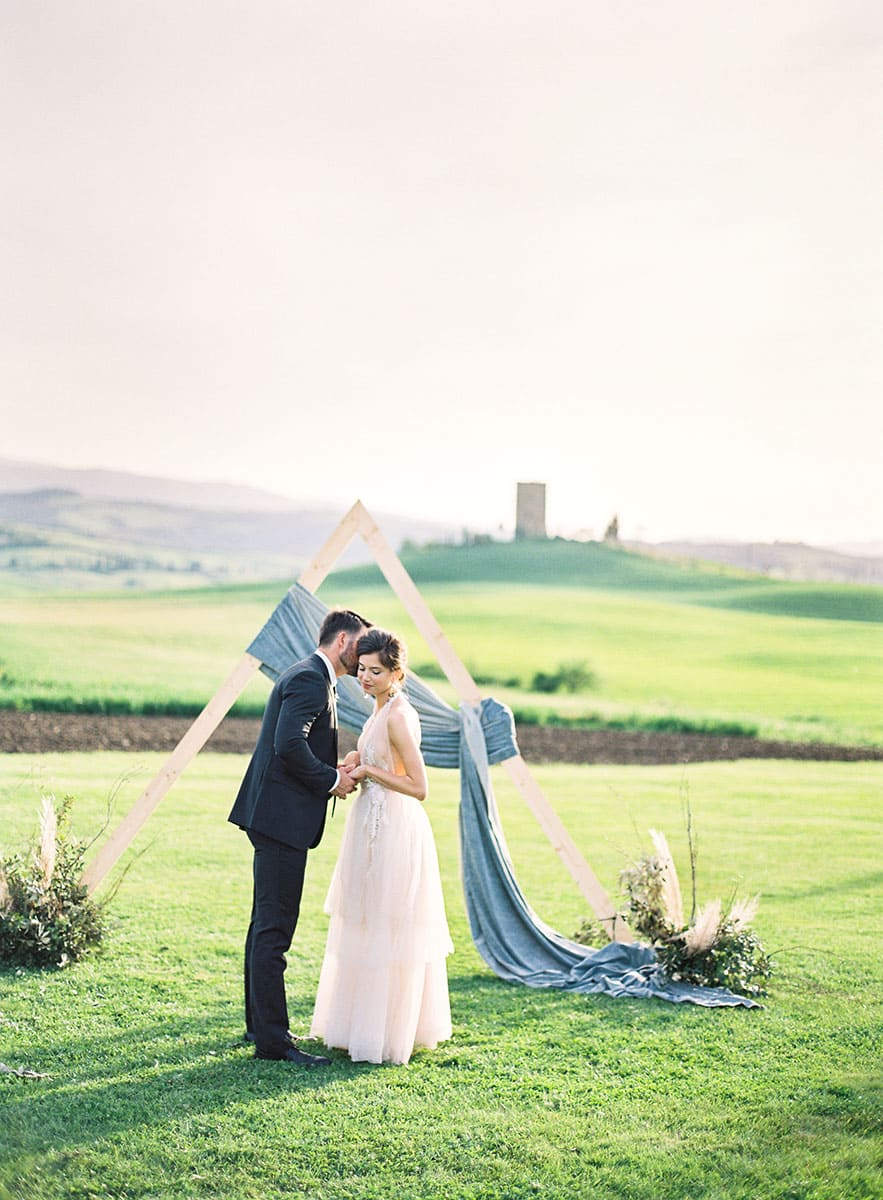 tuscany-villa-wedding-couple